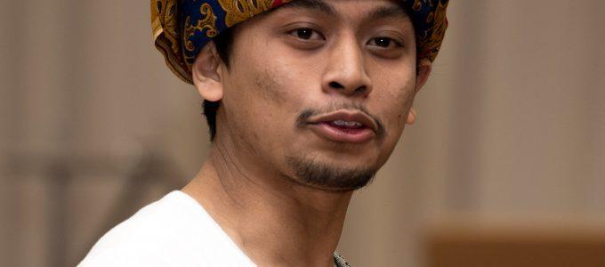 malaysia-singing-floor-front-man